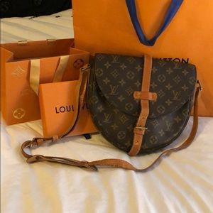 Louis Vuitton Chantilly GM Crossbody (10x9x2.5)